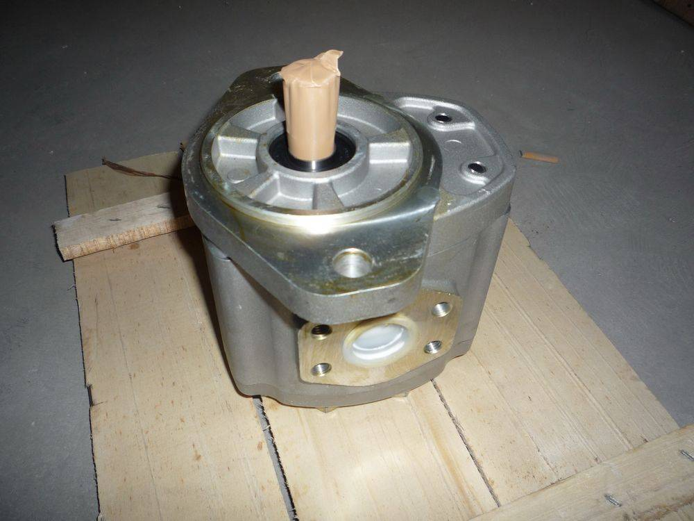 Transmission Pump - Komatsu Bulldozer GD611A-1, GD655-2 23A