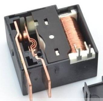 Electricity meter latching relay