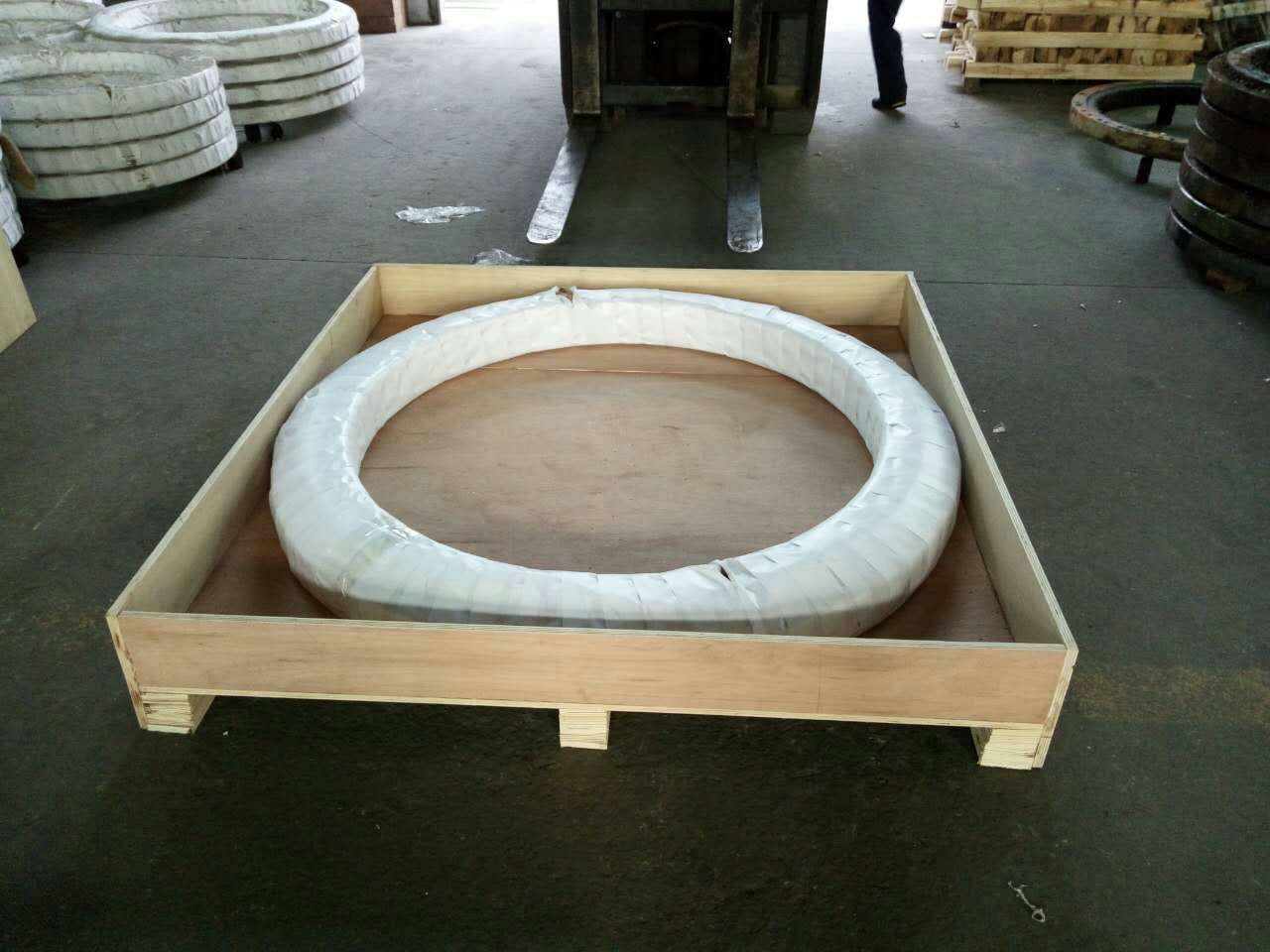 PSL slewing ring , XBR slewing bearings for forestry machinery , boom lift and Access Work Platform