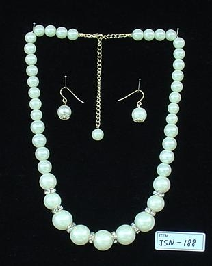 glass pearl necklace W/Silver burnish
