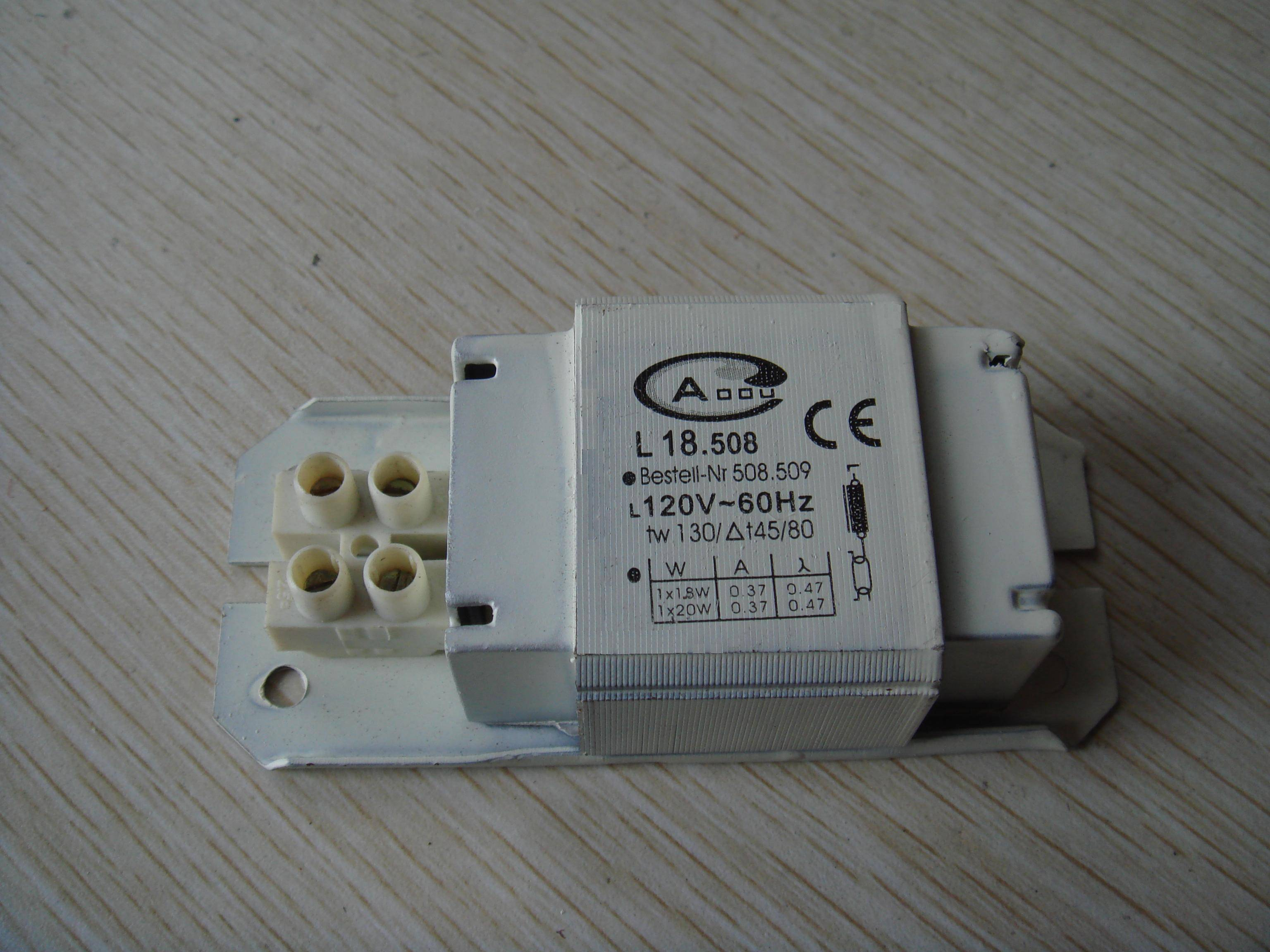 Magnetic ballast for single-ended compact fluorescent lamps