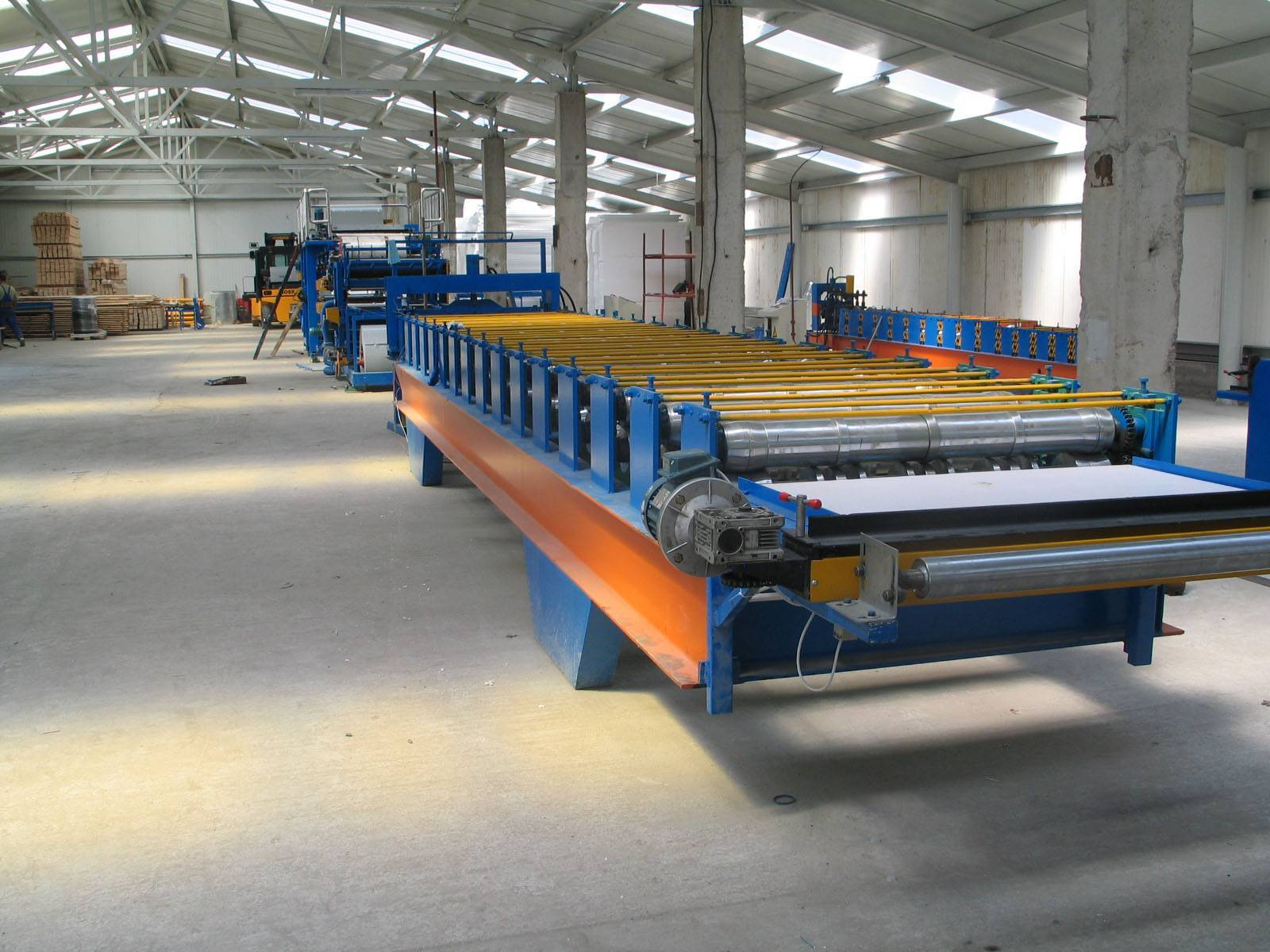 Sandwich panel production line