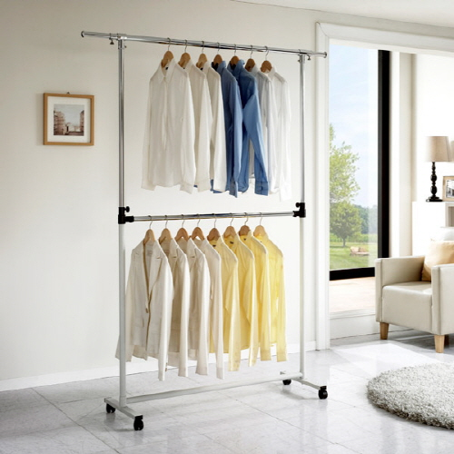 Moveable double-level hanger