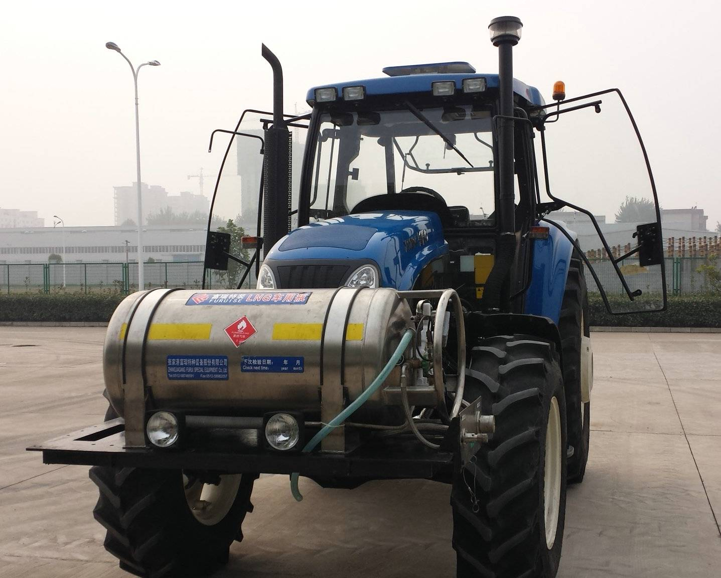 LNG Wheel Tractor