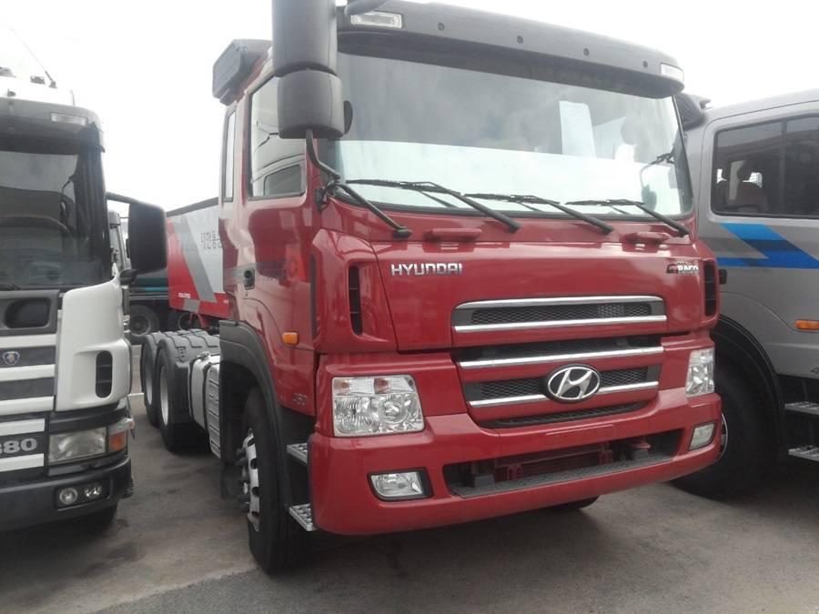 Hyundai tractor head