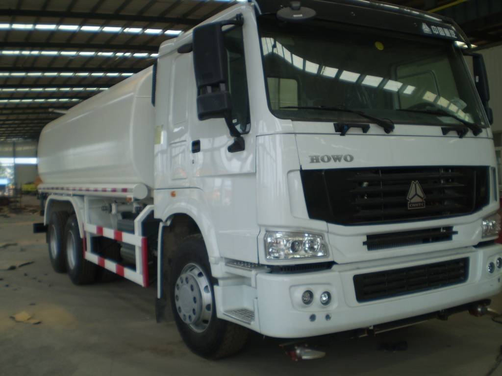 20m3 water tank truck with HOWO chassis (In stock)