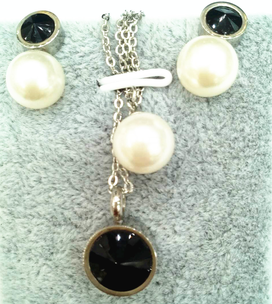 the girl with the pearl earring Charms pearl necklace set