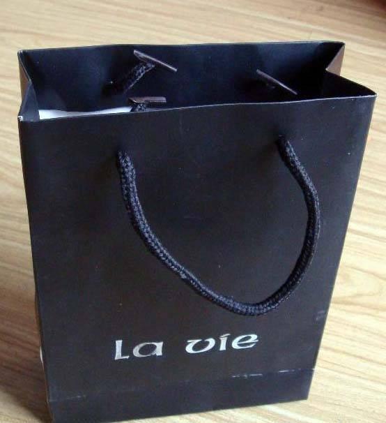 We supply packaging bag, paper bag, gift bag