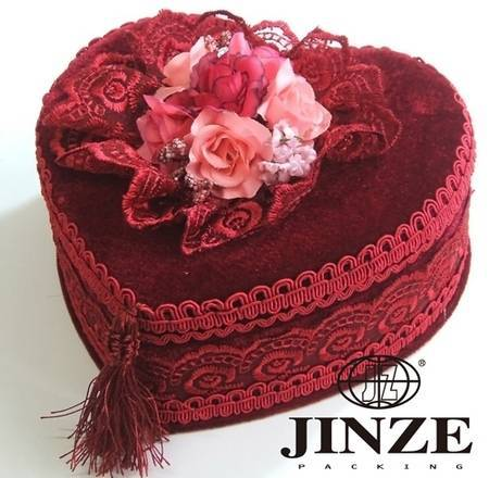 Heart-shaped velvet fabric jewelry boxes