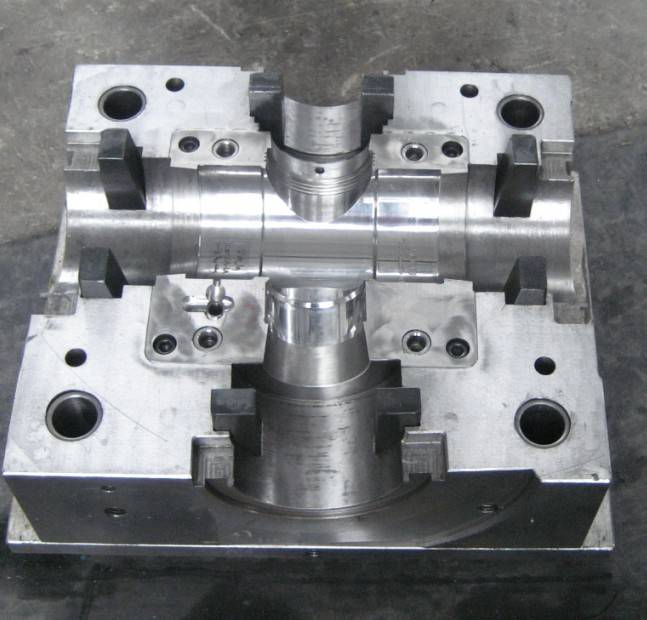 China pvc drain pipe fitting mould injection moulding