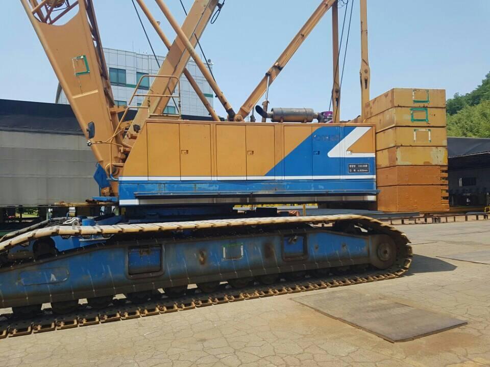 Kobelco 80 ton crawler crane