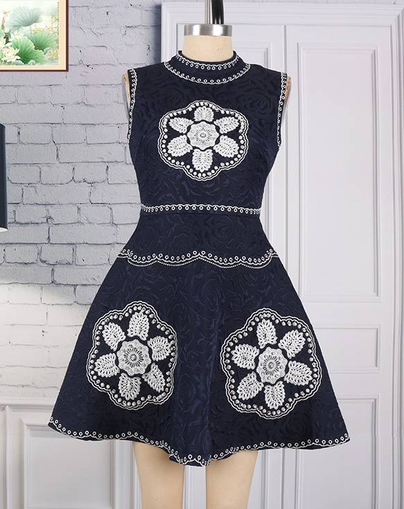 AD4311 Fashion Sleeveless O-neck Embroidered Dress