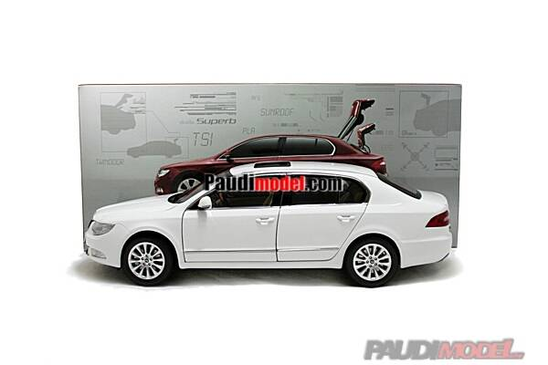 1/18 Skoda SuperB 2009 diecast model car