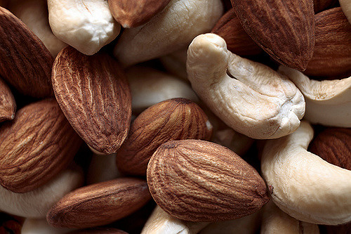 almonds nuts / Apricot Kernels/ Pine nuts