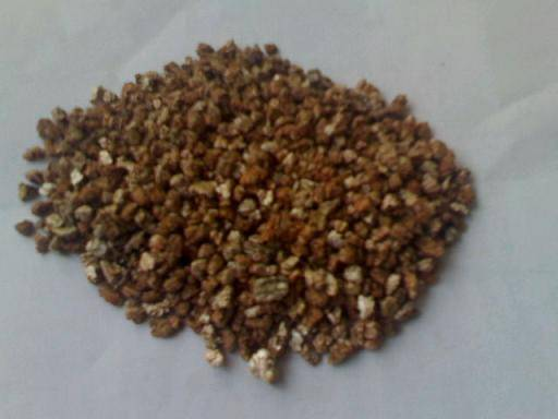 Expanded vermiculite and crude vermiculite