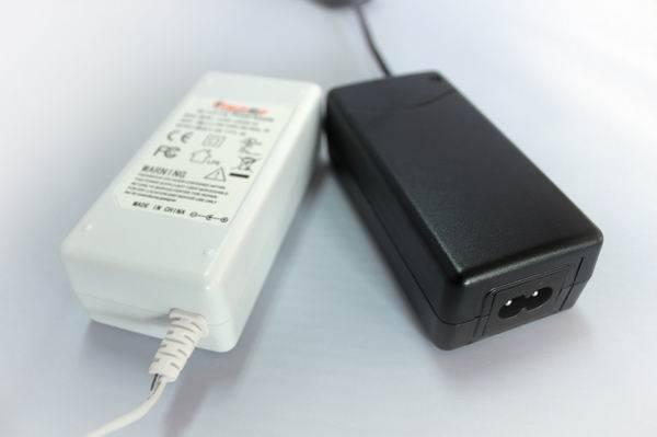 18V 2.5A laptop adapter