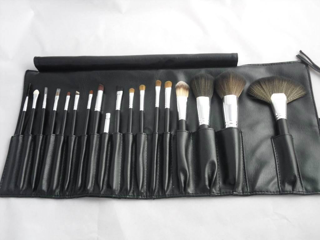 MAC Black Makeup Brush Set