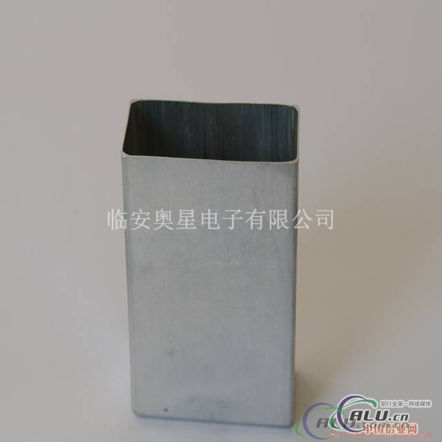 Square aluminium can
