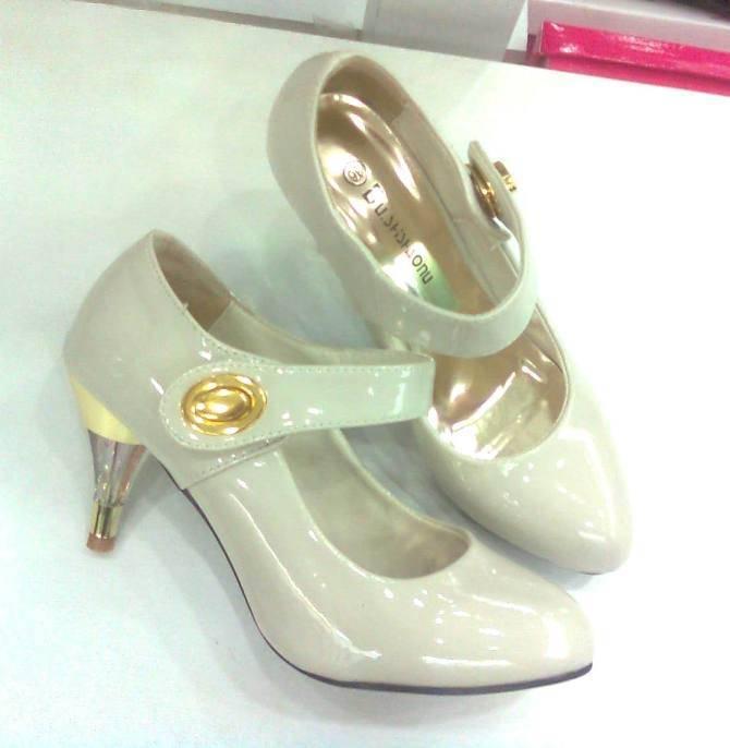 fashionable lady shoes