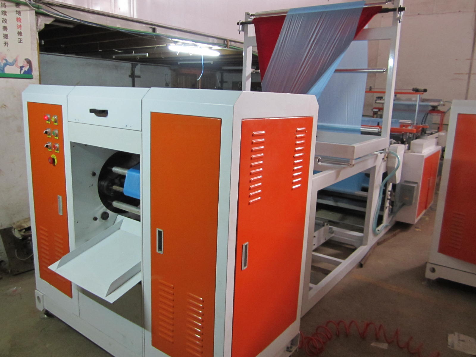 Full Auto C-Fold Coreless Rolled Trash Bag Making Machine