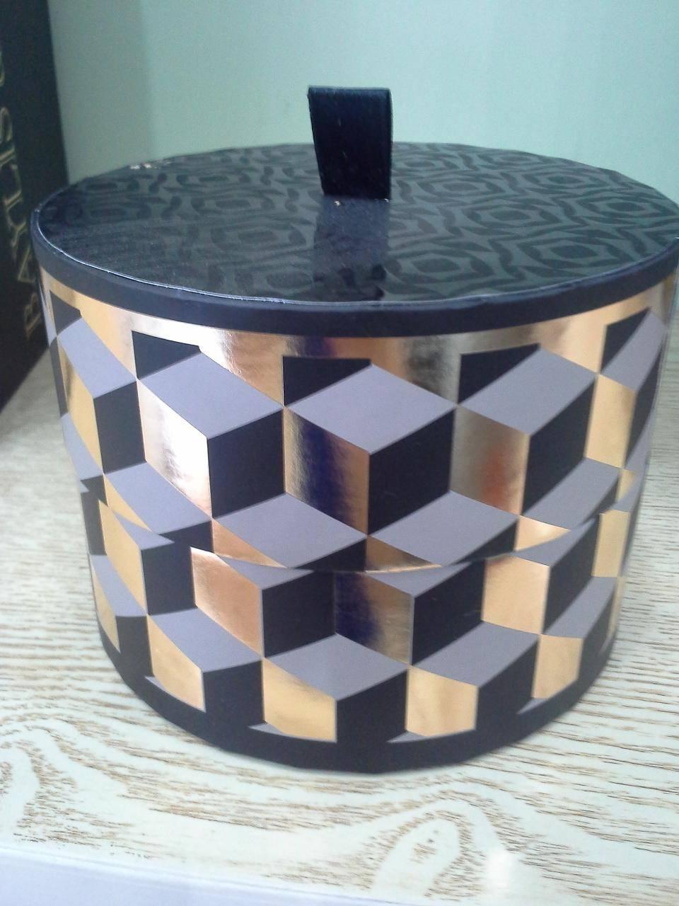 round rigid box