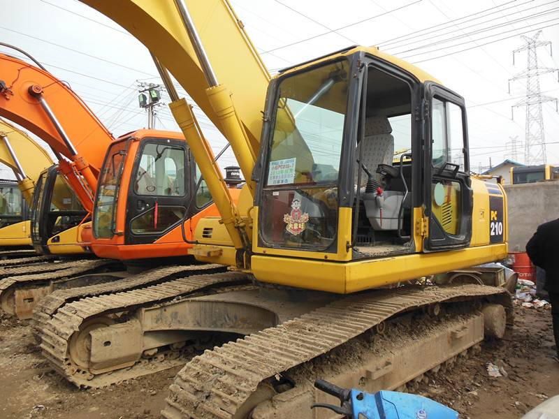 Second-hand Pc210 Komatsu excavator for sale now
