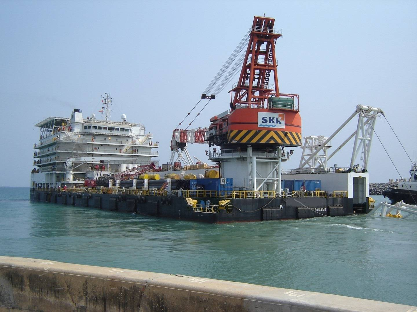 Pipe line Accommodation barge, 500 tons crane 2011,Ref C4133
