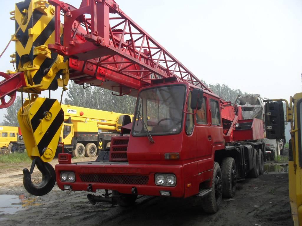 tadano used crane 30t TL-300E truck crane