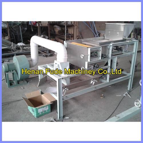 High quality peanut peeling machine with half kernel, peanut red skin peeling machine