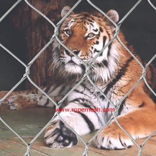 Animal enclosure, zoo mesh