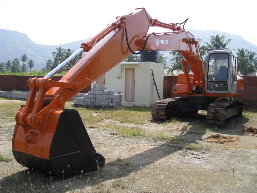 USED HITACHI EXCAVATOR EX200-2