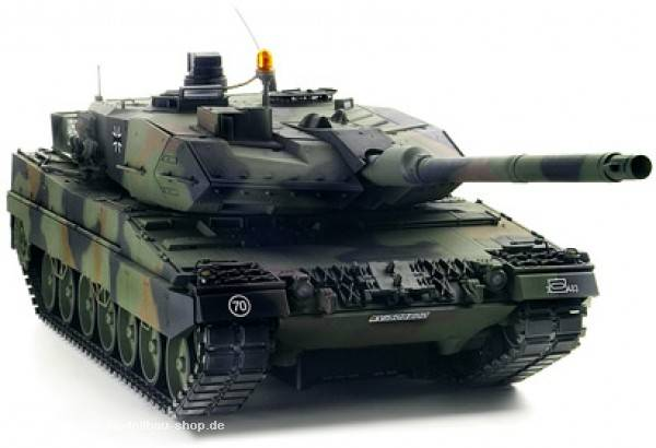 Tamiya 1/16 scale German Leopard 2A6 Main Battle Tank Full Option Kit