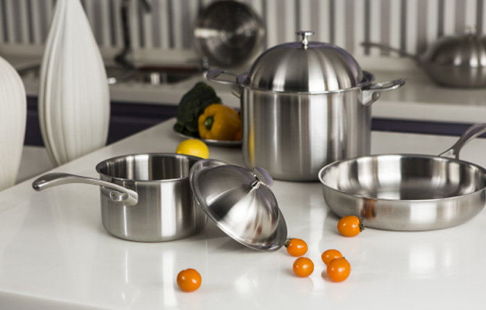 Stockpot with three-layer composite cookware