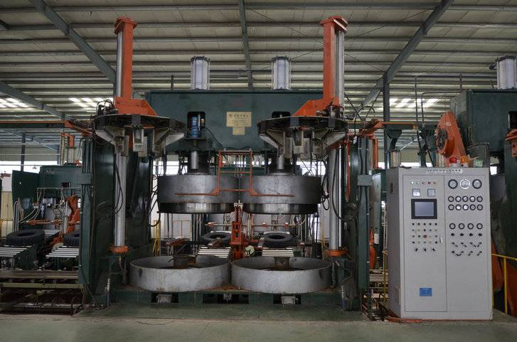 Double Molds Mechanical Tire Vulcanizing Machine