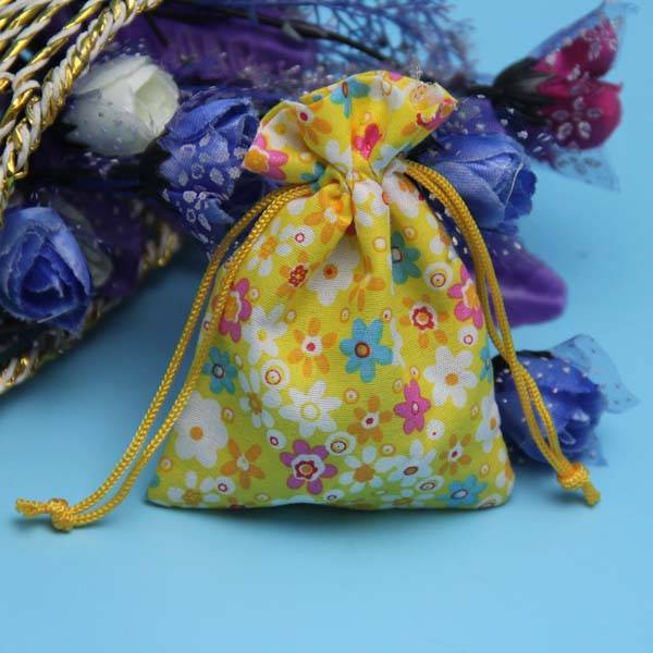 nice appearance small christmas gift pouch