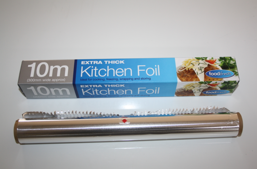 Household aluminium foil roll for kitchen cooking