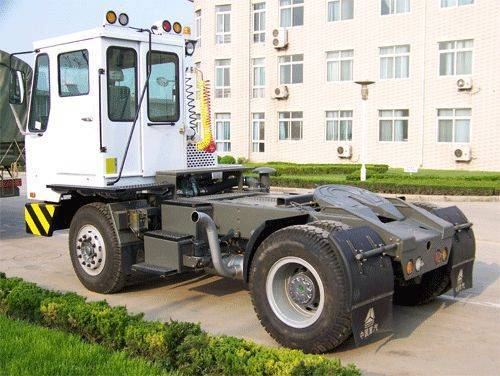 Low-speed Terminal TractorTransmission Auto ,Fifth-Wheel Liftable )