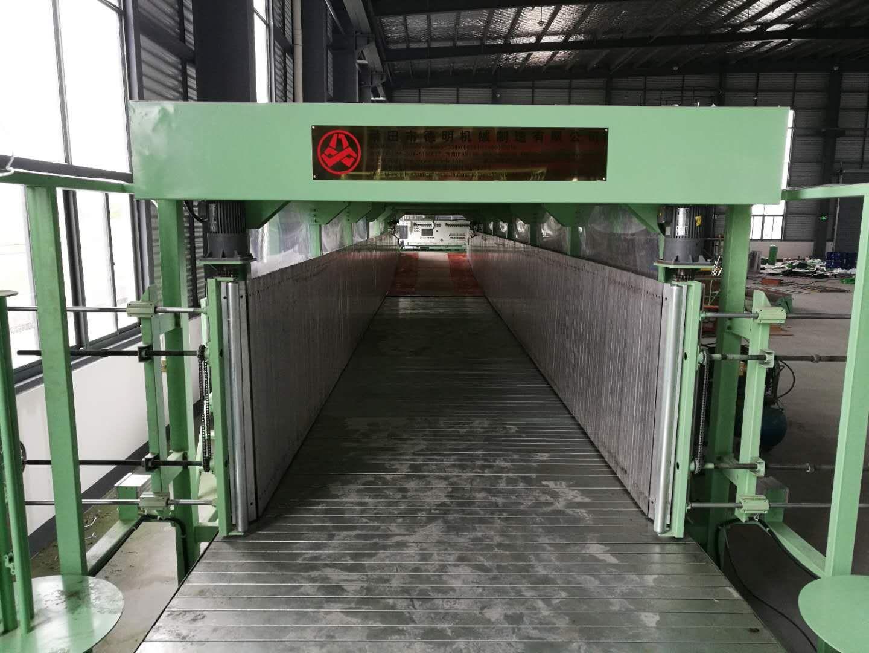 Horizontal foaming machine
