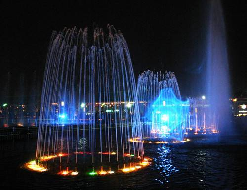 Large Floating Dancing & Musical Water Fountain