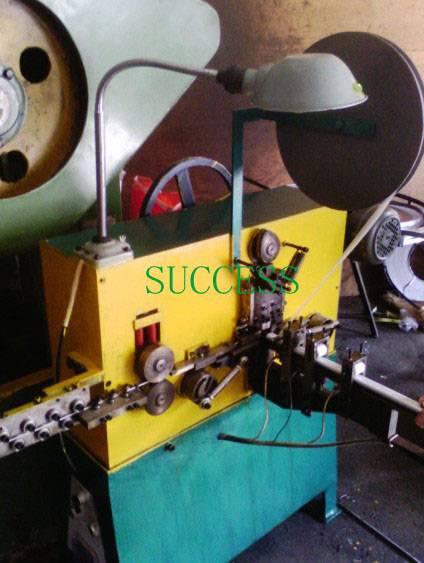 C24 Automatic C Clip Machine
