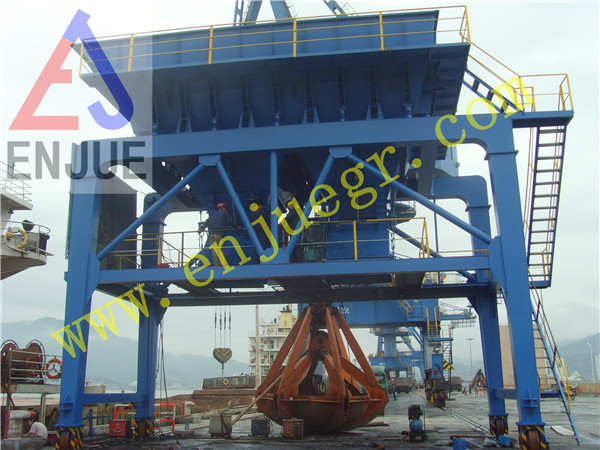 Latest Industry Port Mobile Type Double Dust Collect Hopper for Truck Load and Unload Bulk Cargo