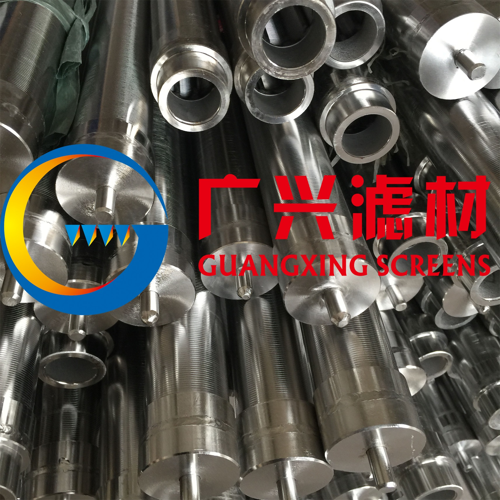 Refinery hydrotreating self-cleaning filter element