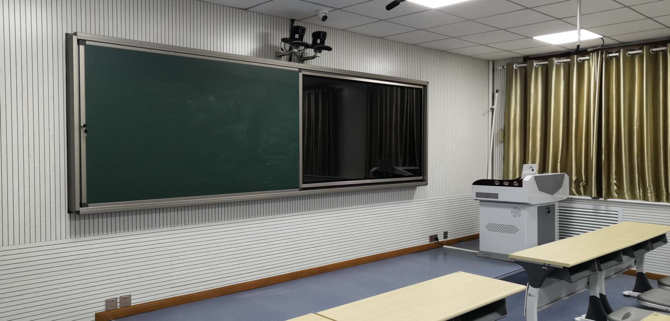Multimedia Digital Classroom with Video Auto-Record System
