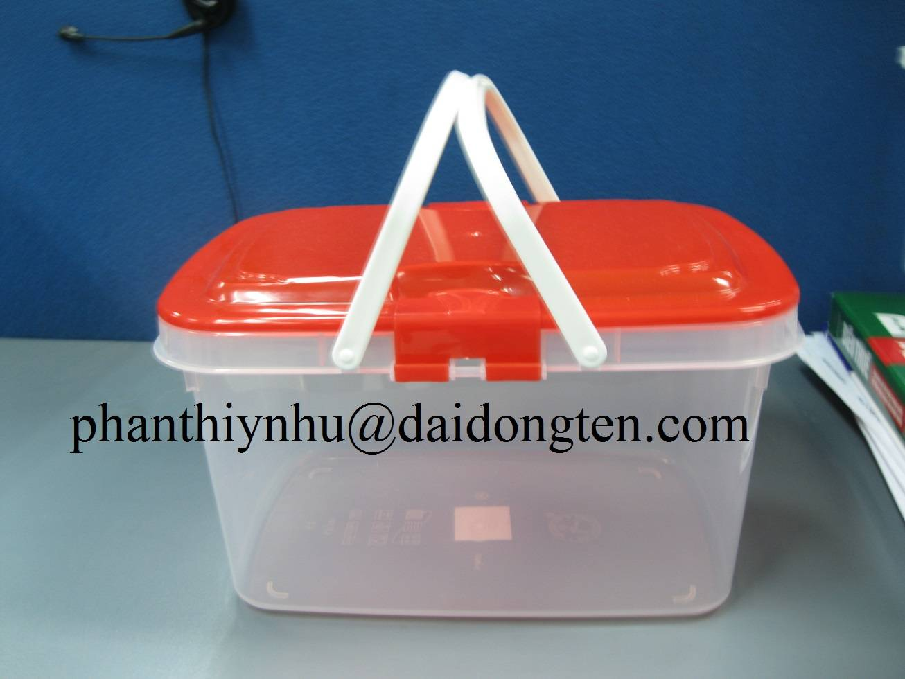 Sell plastic food container with handle