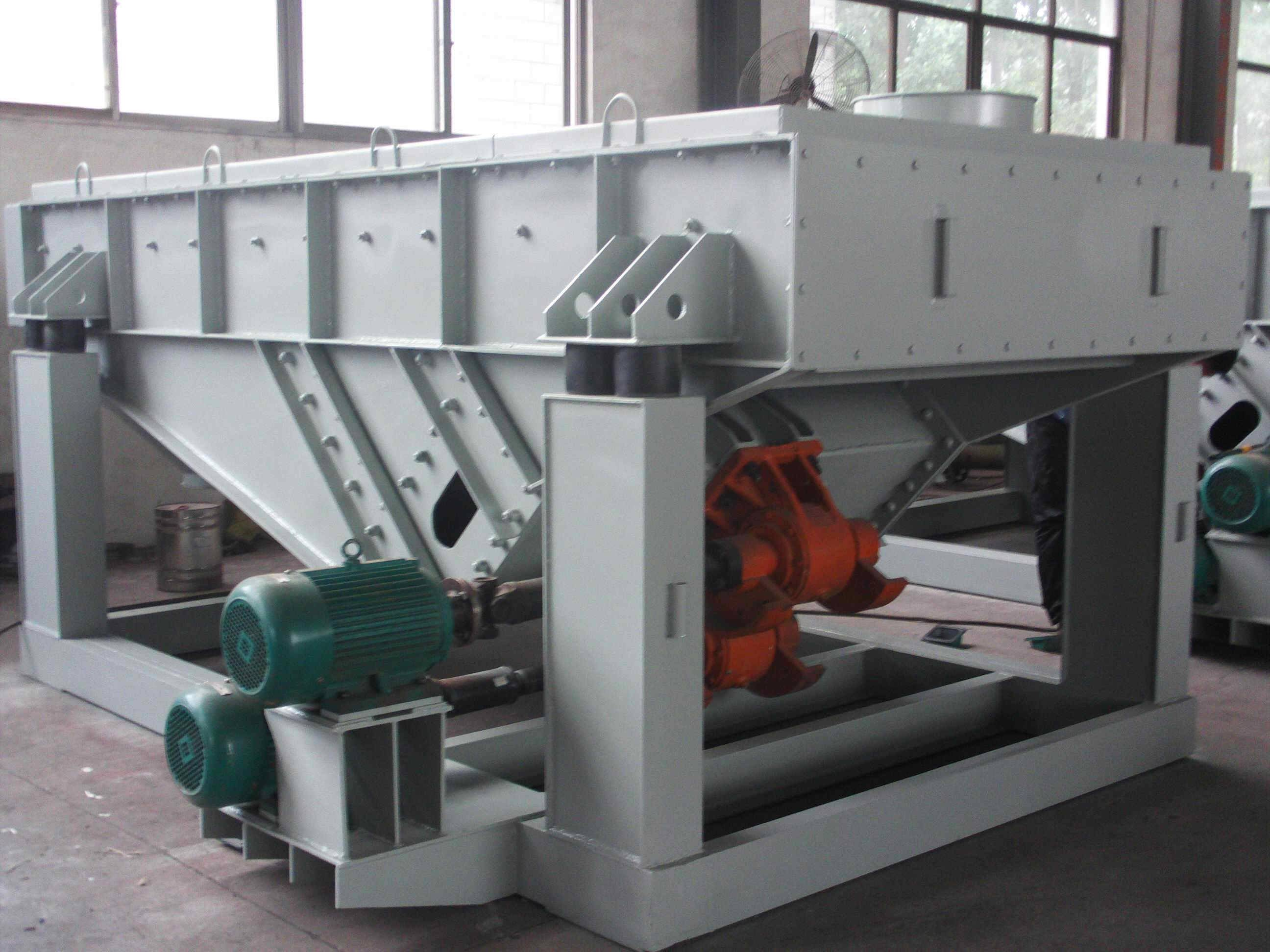Sell linear vibrating screen with good quality and low price