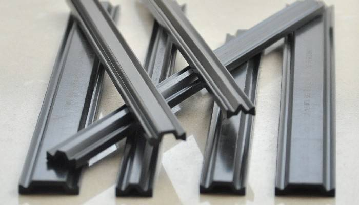Polyamide thermal insulating strips