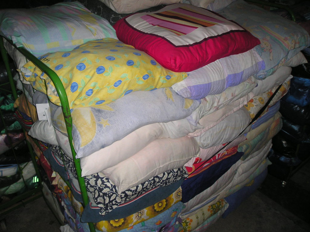 buy NOW 1,500 kg's of fine used bedding set mix for Euro 1.79 net / kg