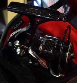 DAIWA EXIST HYPER BRANZINO CUSTOM 2508R SPINNING REEL
