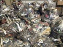 Used major name brand sneakers sold by the Ibs wholesale 20 per bag