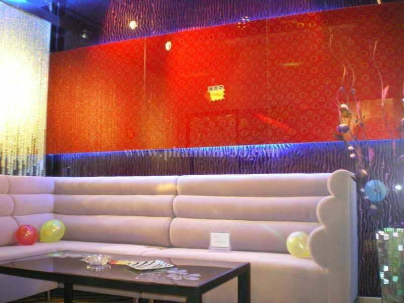 Phantom 3D glass for sofa background